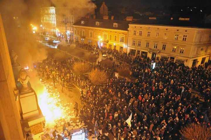 Catch up on #Lviv's declaration of independence and monitor the latest fallout from #Euromaidan: http://bit.ly/1bmy6XE