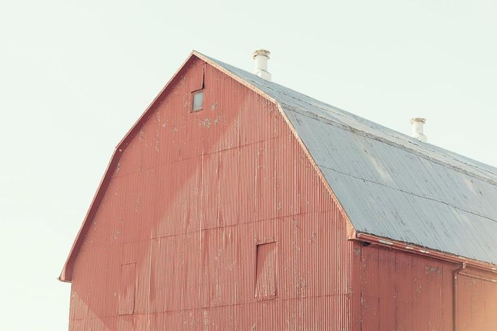 Classic red barn. Photo by: @dcullen51 / @vaultarchives