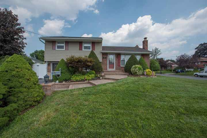 Double Open House this weekend at 7 Westmoreland Road Hicksville to showcase a new price.  Fabulous North Hicksville Spl...