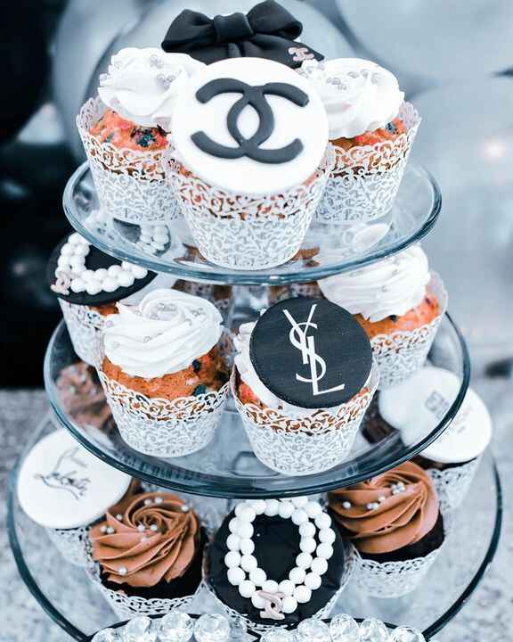 Cup cake in style, custom made what's your favorite brand.#cupcake #cakeinspiration #branddesign #bakerydesign #bakery #...