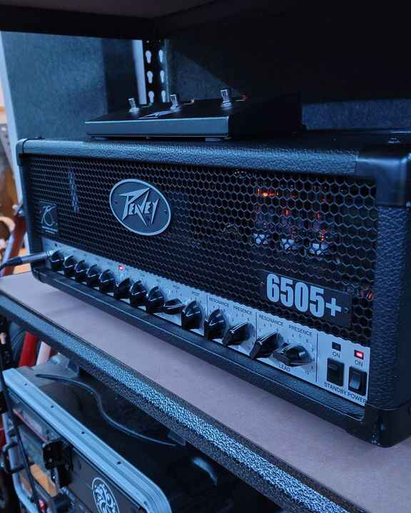 Can finally say that I am now using real amps on our recording! Had my eyes on this one for a while now. Really modern a...