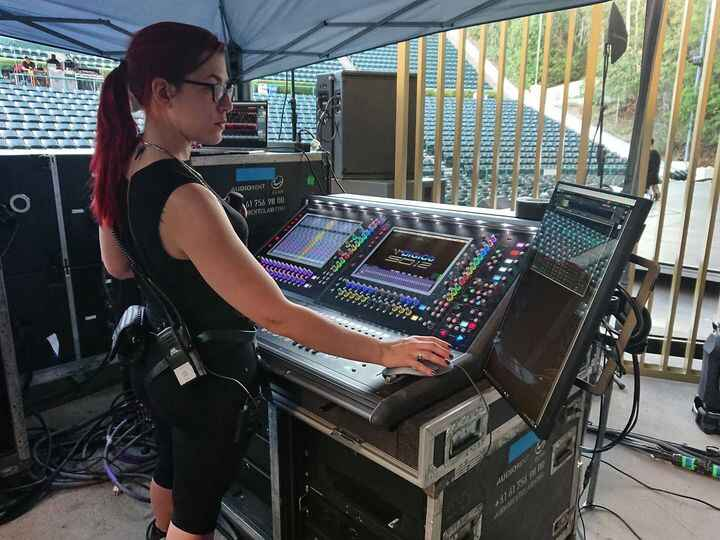 Nice to see a woman running sound!