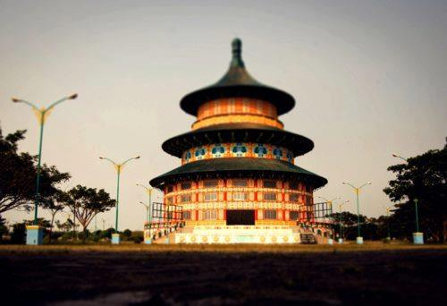 Do you know that you don't have to fly all the way to Beijing to see the famous Tian Tan Pagoda? Meet its replica, Tian ...