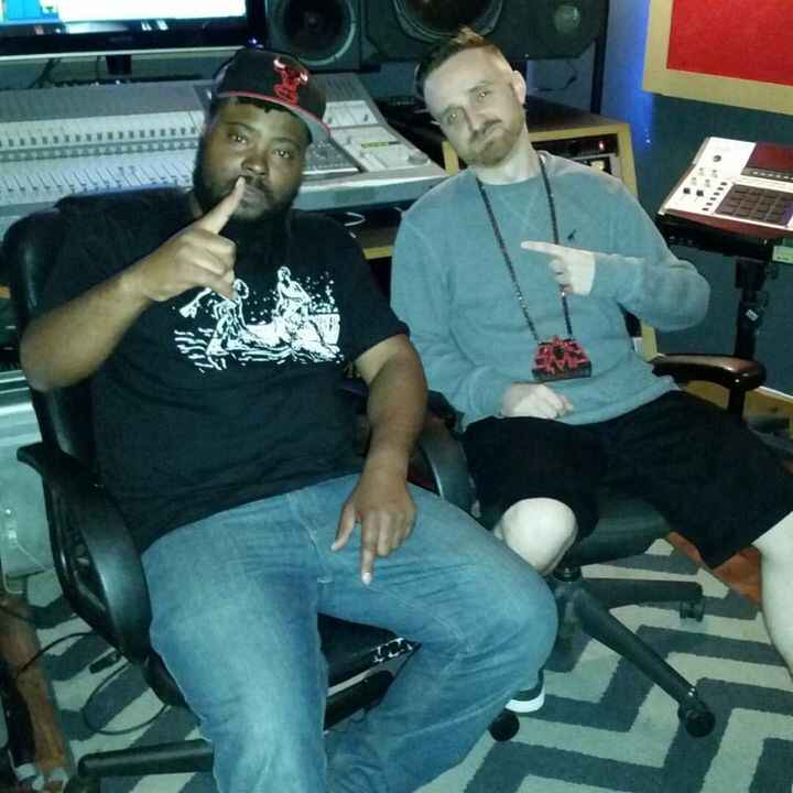 Previewing some exclusives with Reef The Lost Cauze